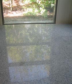 Eine fertig gestellte Glas Terrazzo Fläche