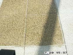 Hier wurden die Terrazzoplatten bereits gereinigt.