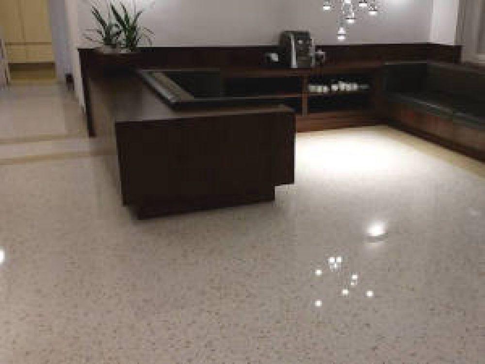 Neuer Fußboden aus Terrazzo – Bürohaus