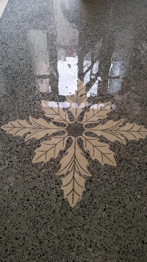 Eichenblatt Muster im Terrazzoboden