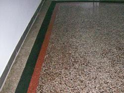Terrazzo Sanieren, Reinigen und Risse beseitigen.